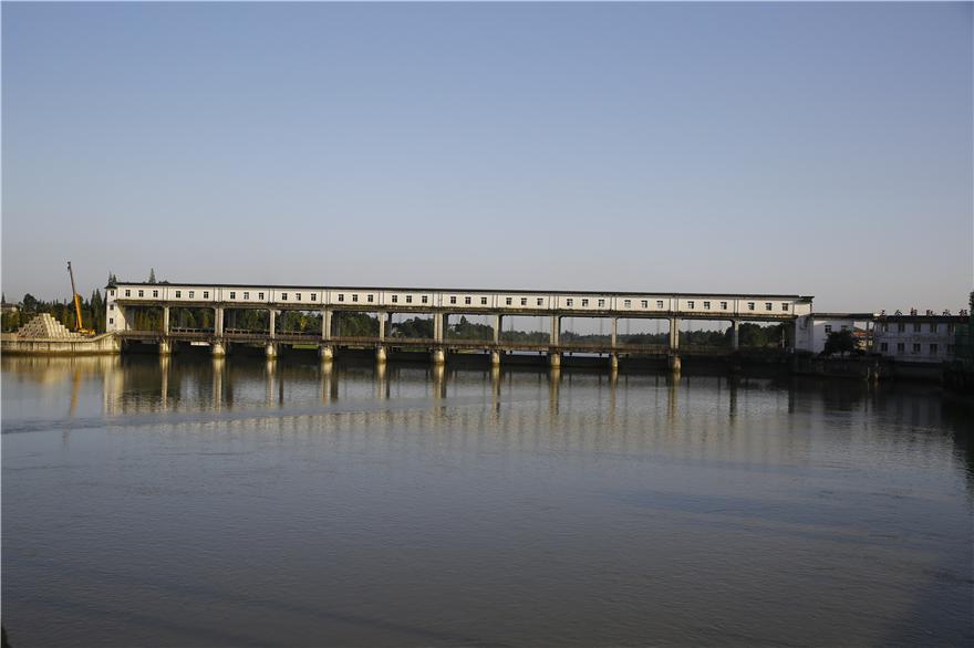 西河三合堰取水枢纽防洪综合改造及交通桥工程,建成于2018年9月